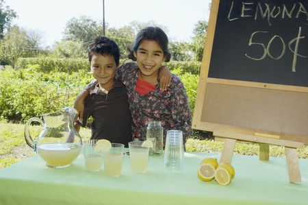 gramma: Hispanic siblings selling lemonade