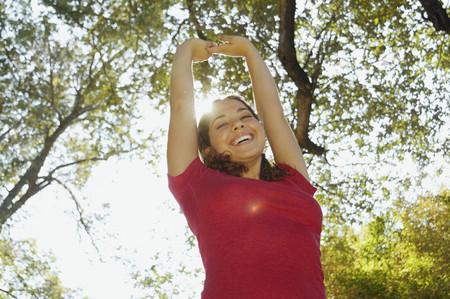 腕を上げるとヒスパニック系女性 写真素材