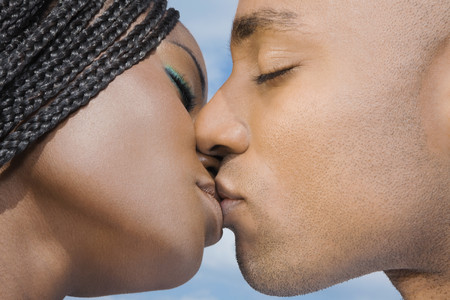 romance: African couple kissing LANG_EVOIMAGES
