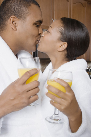 challis: African couple kissing LANG_EVOIMAGES