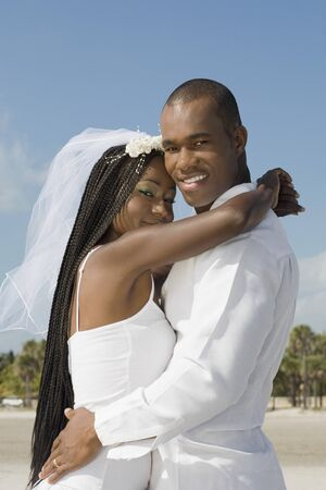 mate married: African bride and groom hugging LANG_EVOIMAGES