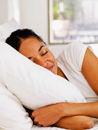 el mundo en tus manos: Mujer africana durmiendo en la cama