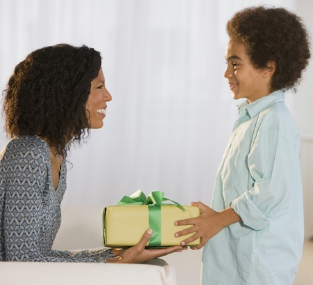 African mother and son exchanging gift Foto de archivo