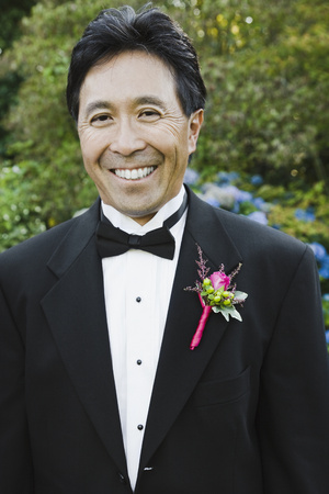smooching: Asian man with boutonniere on lapel