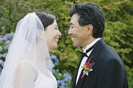 Asian newlyweds smiling at each other 스톡 콘텐츠