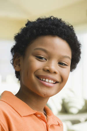knee bend: Close up of smiling mixed race boy