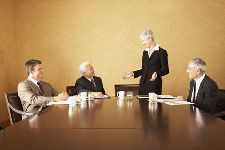 flogging: Group of businesspeople at conference table LANG_EVOIMAGES