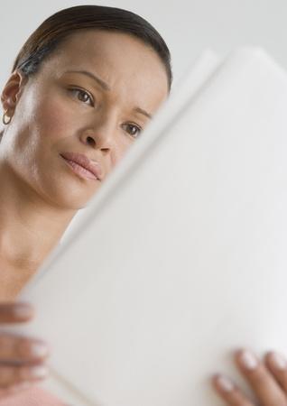 Woman reading papers Foto de archivo