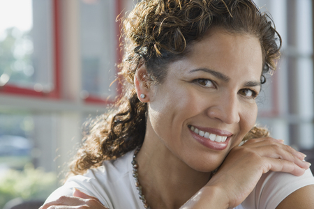 Hispanic businesswoman smiling 스톡 콘텐츠