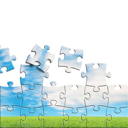 Puzzles mit schönen Landschaft auf sie in weißem Hintergrund Standard-Bild