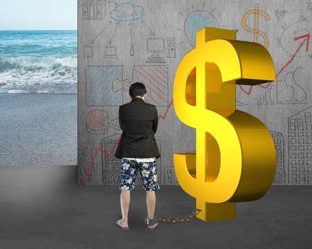 shackled: hombre de negocios est� encadenado con el d�lar del oro en garabatos pared y el fondo del mar