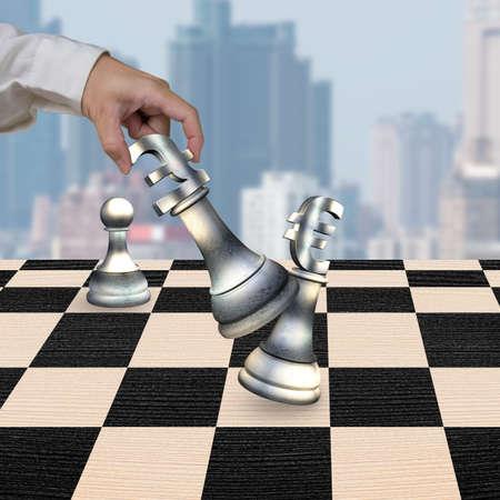 libra esterlina: La mano del hombre que juega el dinero en moneda piezas símbolo de ajedrez, con el símbolo de la libra esterlina signo jaque mate euros.