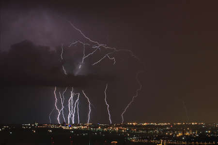 Dangerous storm of lightning and lightning in the clouds Imagens