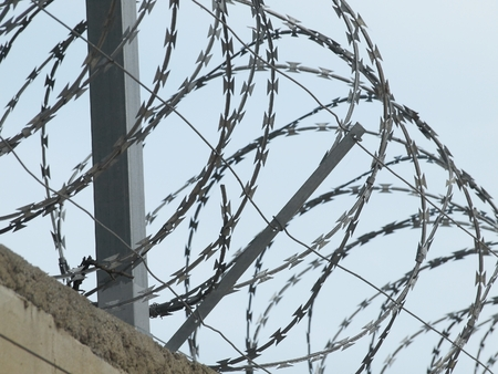 unfreedom: Wall with barbed razor wire wheels