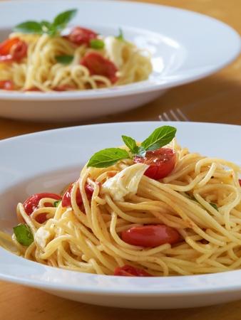 olio: Spaghetti - Italian fresh pasta with tomato, basil and mozzarella
