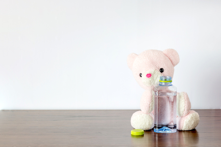 Teddy bear thirstly  that he would like to drinking water 版權商用圖片
