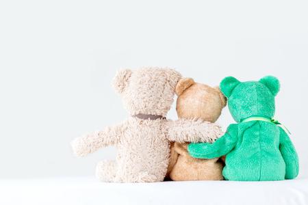 Przyjaźń - trzy misie trzymające się w ramionach Zdjęcie Seryjne