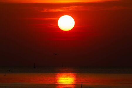 Rode hemel bij zonsondergang Stockfoto