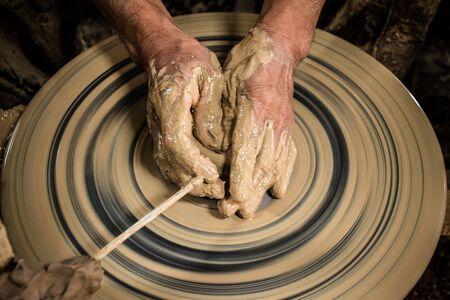 ollas de barro: Molding clay pots by hand
