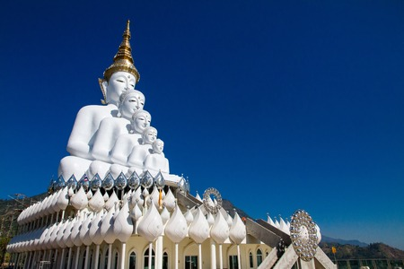 templo: White Big Buddha with different sizes in temple thailand