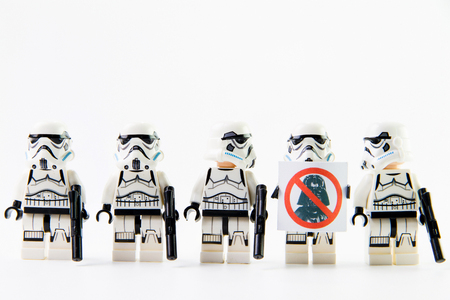 Nonthaburi, Thailand - December 31, 2015: The lego Star Wars mini figures from movie series on isolated white background, Lego is an interlocking brick system collected around the world by adults and children. Редакционное
