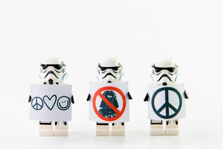 Nonthaburi, Thailand - December 31, 2015: The lego Star Wars mini figures from movie series on isolated white background, Lego is an interlocking brick system collected around the world by adults and children. 報道画像