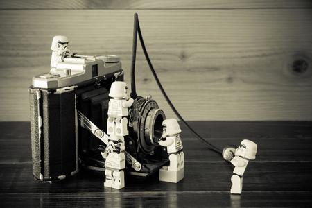 Nonthaburi, Thailand - 28 december 2015: de LEGO Star Wars mini figuren uit film-serie, Lego is een in elkaar grijpende bakstenen systeem in de hele wereld verzameld door volwassenen en kinderen. Stockfoto - 50393308