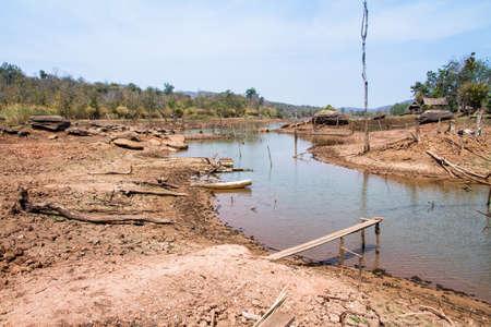 sequias: la sequ�a de la tierra tanto tiempo sin agua.