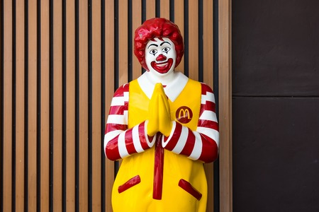 Bangkok,Thailand - June, 02, 2018 : Mascot of McDonald's restaurant, Ronald McDonald posed the Thai greeting referred Redakční
