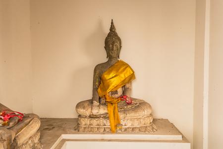 Old buddha statue of Wat Nakhon Luang Tample,Prasat Nakhon Luang in Ayutthaya,Thailand 免版税图像