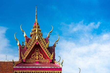 Asian bell temple roof showing intricate carvings and decorations with blue sky background Stockfoto