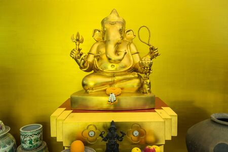 Golden statue of the god Ganesh from Hinduism seated Reklamní fotografie