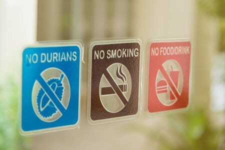 Forbidden signst. No Durian food and cigarette Stockfoto