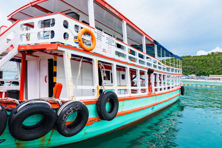 Chon Buri, Thailand - June, 27, 2020 : Passenger boat brings tourists to Bali Hai Pier, Pattaya to Koh Lan, the popular tourist destination of Chonburi province. Редакционное