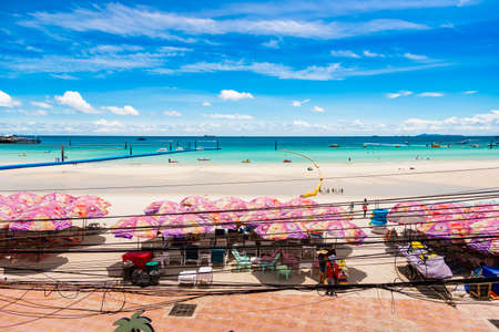 Chon Buri, Thailand - June, 27, 2020 :  Pictures of Unidentified name people on Tawaen Beach in the day time on Koh Lan island after the outbreak of the Covid 19 virus. Редакционное