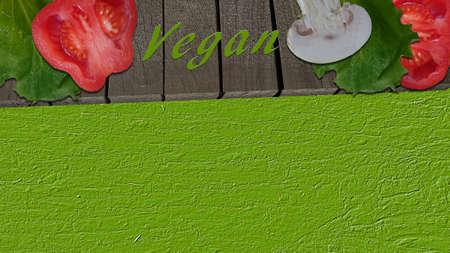 Gemüse auf einem Holzbrett und der Text Vegan