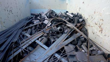Scrap metal in the container Standard-Bild