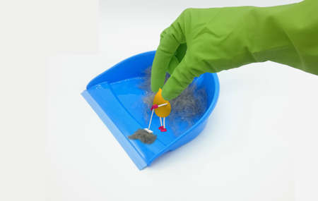 funny 3d character in drop shape sweeps dirt from a dustpan. A hand with a green rubber glove reaches for it. 3d illustration Zdjęcie Seryjne