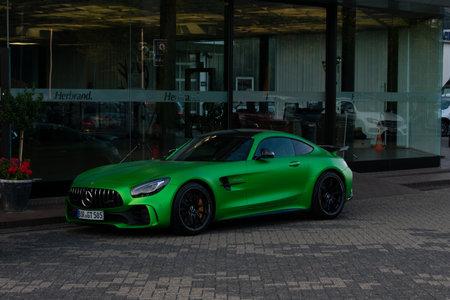 Borken, North Rhine-Westphalia / Germany - September 20, 2018: The sports car Mercedes-AMG GT R in front of the Mercedes dealer Herbrand from Borken Standard-Bild - 117883729