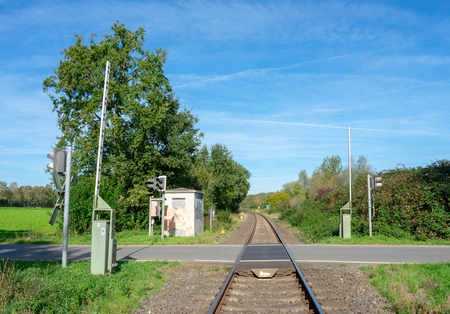 Railroad crossing in rural area Location: Germany, North Rhine-Westphalia Standard-Bild - 109581697