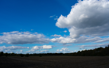 evening cloud sky over fields and meadows. Location: Germany, North Rhine - Westphalia, Borken Standard-Bild - 110710852