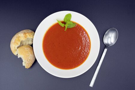 Mediterranean tomato soup with mint, view from above. Stockfoto