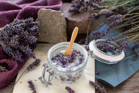 Lavender sugar in a preserving jar. Lavender (Lavandula angustifolia), has a calming and antispasmodic effect. In close-up Standard-Bild - 152440928