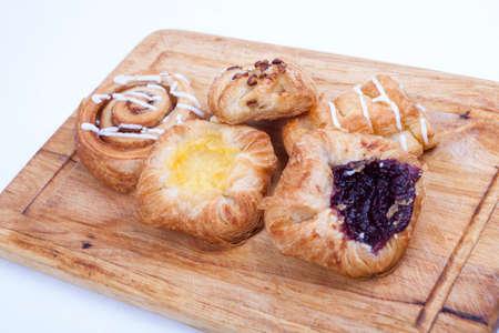 pâtisserie danoise sur fond blanc Banque d'images