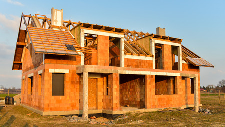 Rough brick building house under construction Imagens