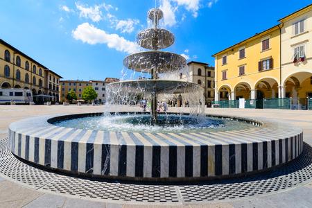 city square: fountain multi-tiered in the city square of Colle di Val dElsa