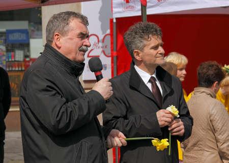 senator: Marsz Zonkila (Daffodil March). Part of action Pola Nadziei (Fields of Hope) promoting hospice idea. Speech of Wojciech Lubawski, Mayor (President) of Kielce. Second person is senator Krzysztof Slon (Senate; Upper House of the Polish parliament). Kiel Editorial