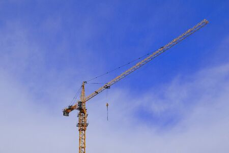 Crane on the construction site on the blue sky Imagens
