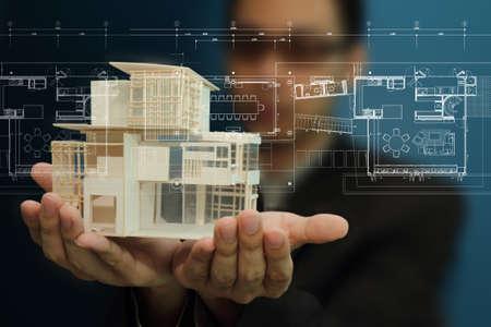 property insurance: Empresario modelo de vivienda actual y el plan de la pantalla t�ctil