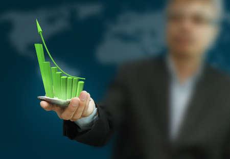 dotykový displej: Obchodní ruka drží dotykový displej mobilního telefonu a graf Reklamní fotografie